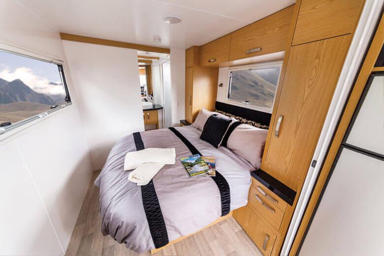 Star-Trailer-700-bedroom