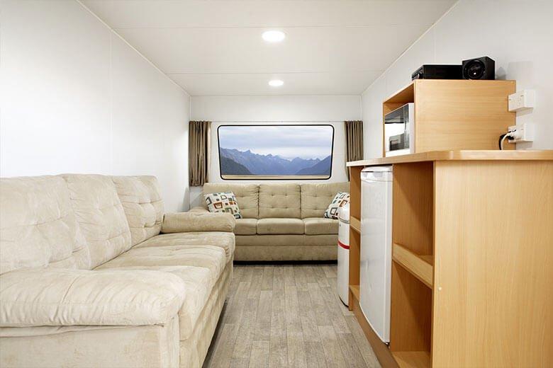 green-room-office-interior-4